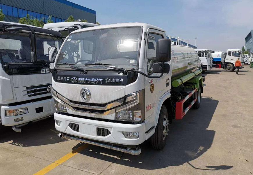 国六东风小多利卡5吨洒水车图片