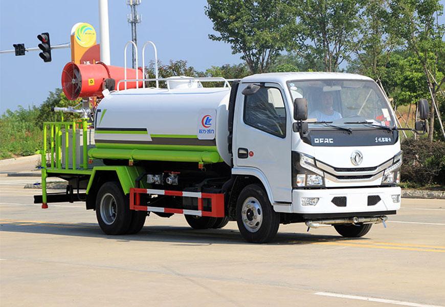 国六东风多利卡5吨喷雾洒水车